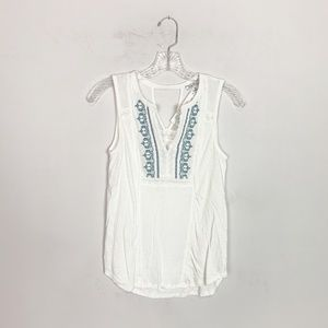 Lucky Brand embroidered tank top white & blue XS